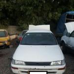 מכונית לבנה לברזל