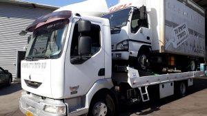 גרירת משאית מבית העסק
